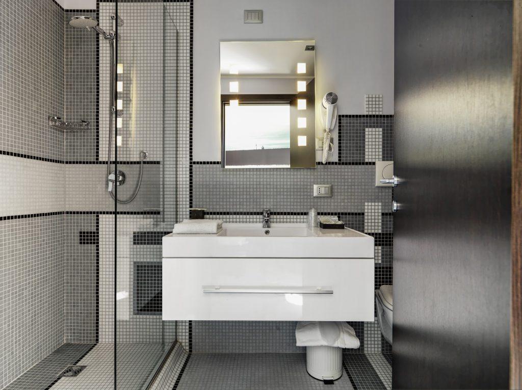 Mała łazienka – jak zaaranżować?